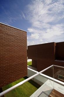 muro-ladrillo-visto-alto-forninhos-rvdm