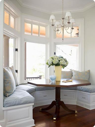 Charmant Bay Window Seat