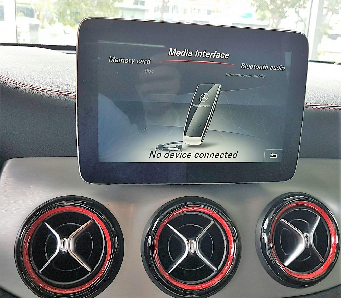Xe Mercedes Benz CLA45 AMG màu trắng new model 012