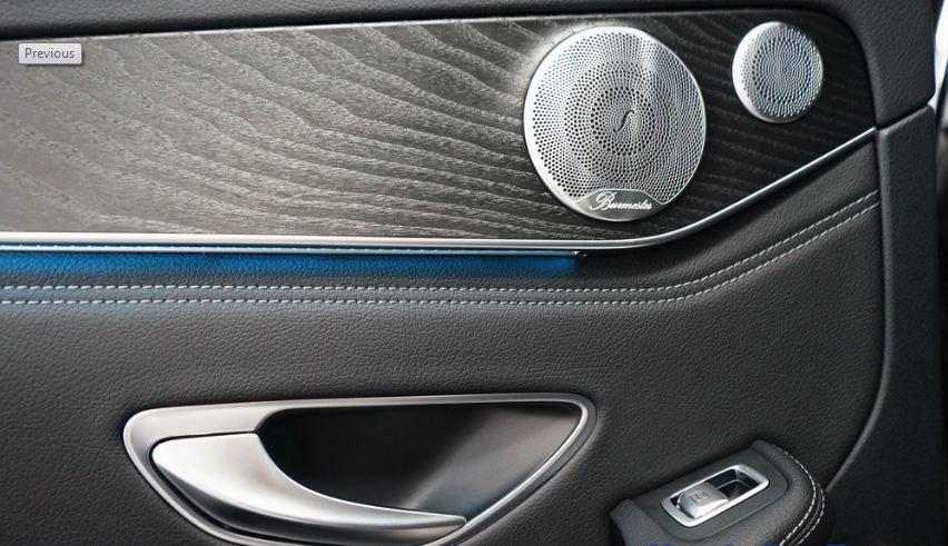 Nội thất xe Mercedes GLC 300 AMG màu đỏ 014