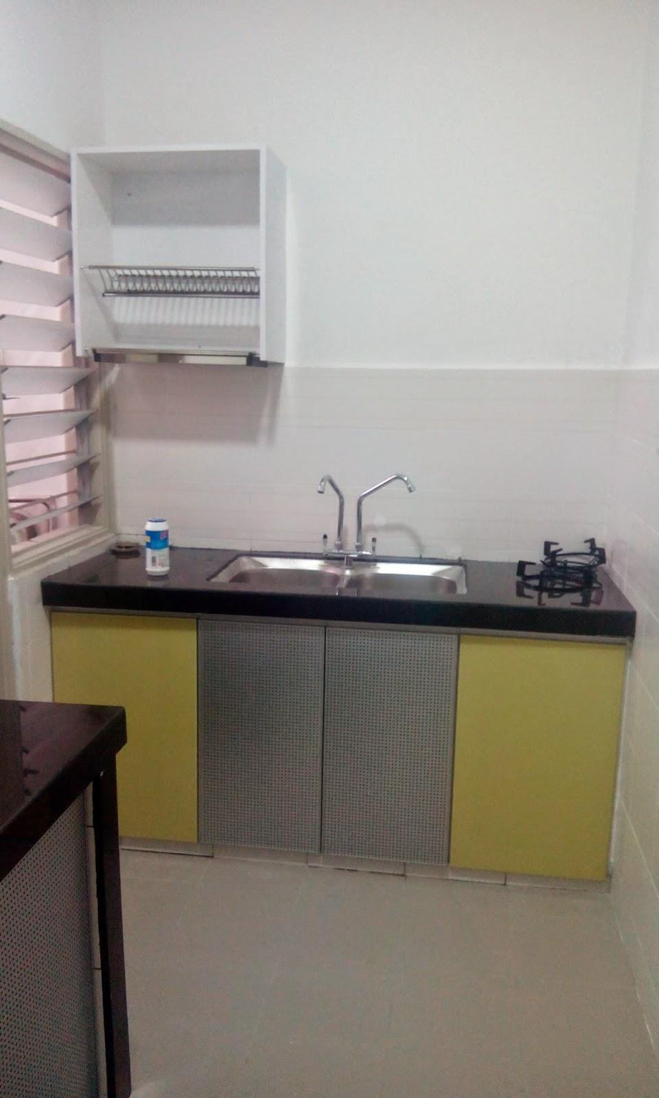 Simple Je Kabinet Dapur Rumah En Rizal Ni Tp Memang Cantik Walau Pun Tgk Saje Pada Pemilihan Kaler Kombinasi Hitam Dan Kuning Terdapat Juga Pintu