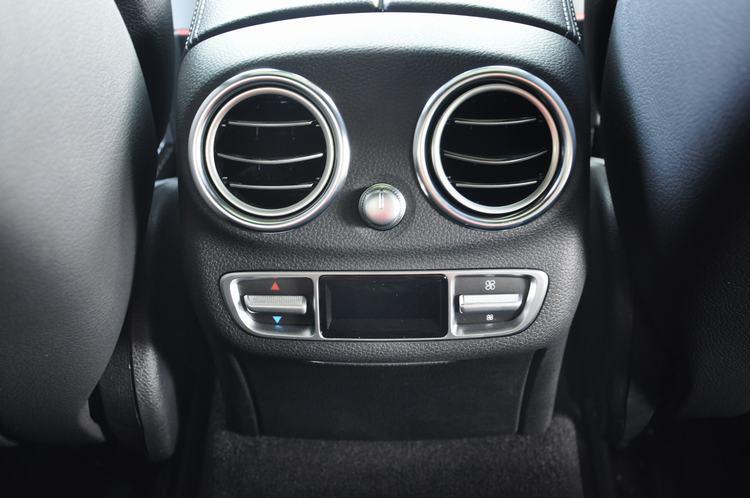 Xe Mercedes Benz C300 AMG New Model 012
