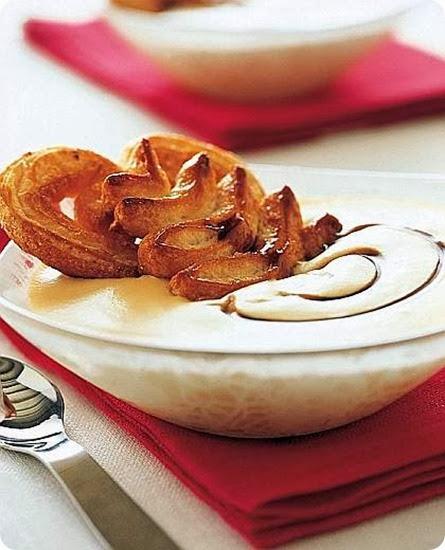 Crema al caramello con ventaglietti di sfoglia