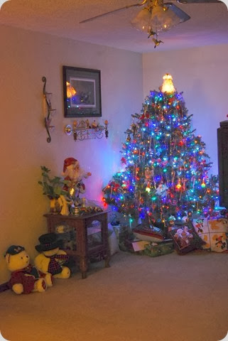 2012 Christmas tree with gifts