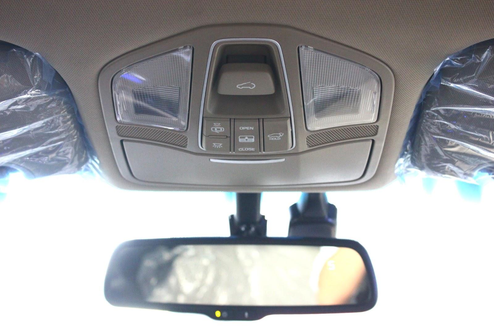 Nội thất xe Hyundai Santafe 7 Chỗ máy xăng màu trắng 025