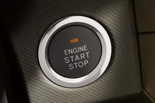 2014-Toyota-Corolla-ic-mekan-8.jpg