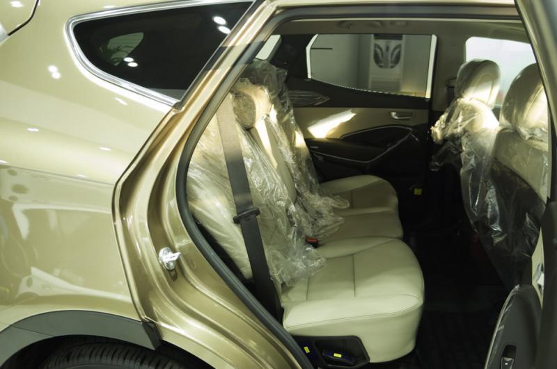 Nội thất xe ô tô 7 chỗ Hyundai Santafe Màu Nâu 09