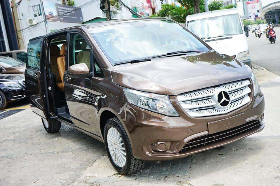Ngoại thất Xe Mercedes Benz Vito Tourer 121 Máy Xăng màu nâu 01