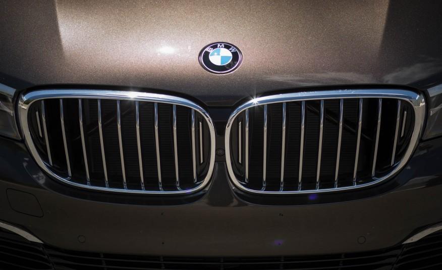 Ngoại thất xe BMW 730Li new model 05