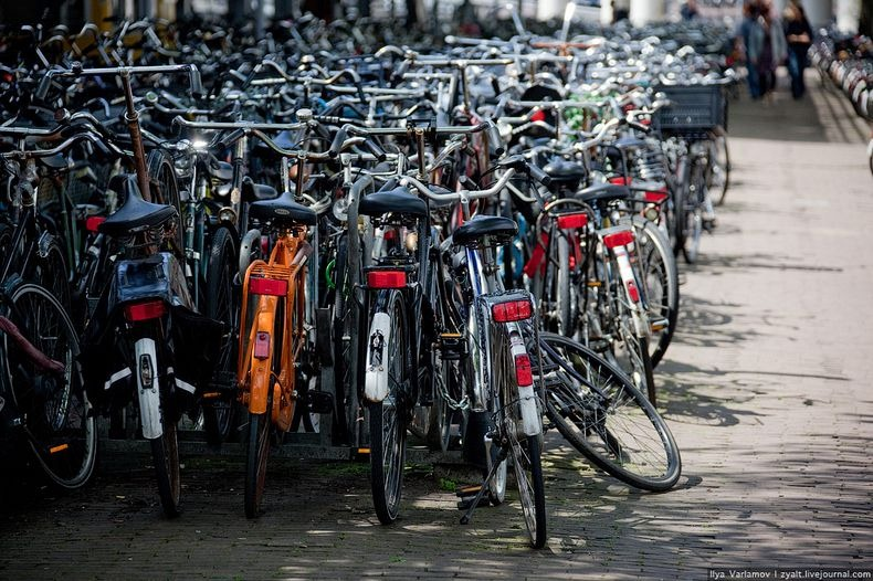 amsterdam-bicycles-1