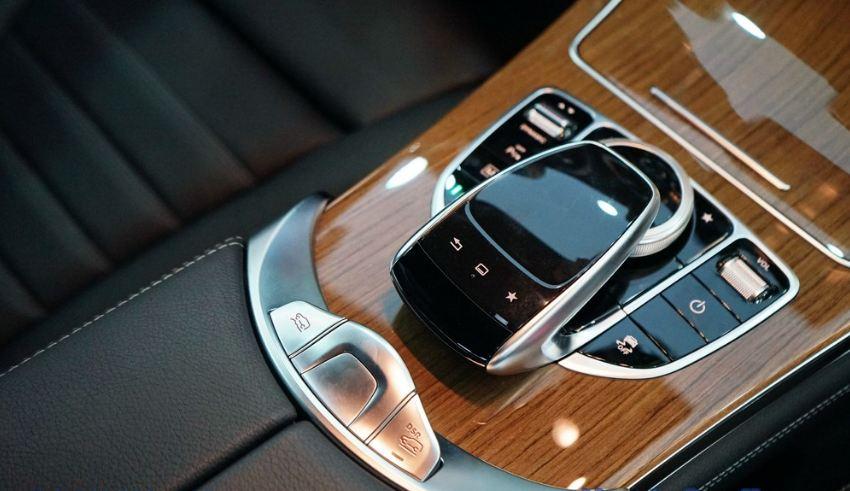 Nội thất xe Mercedes GLC 250 4Matic 06