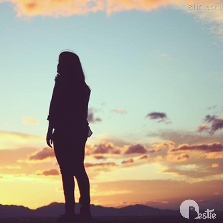 Có một cô gái, cô ấy độc lập, cô ấy mạnh mẽ,
