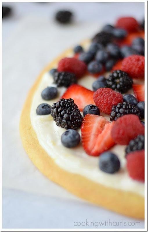 Fresh-Berries-Cookie-Pizza-cookingwithcurls.com-berriesofspring