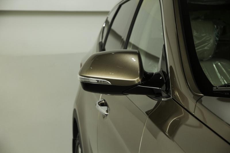 Xe ô tô 7 chỗ Hyundai Santafe Màu Nâu 06