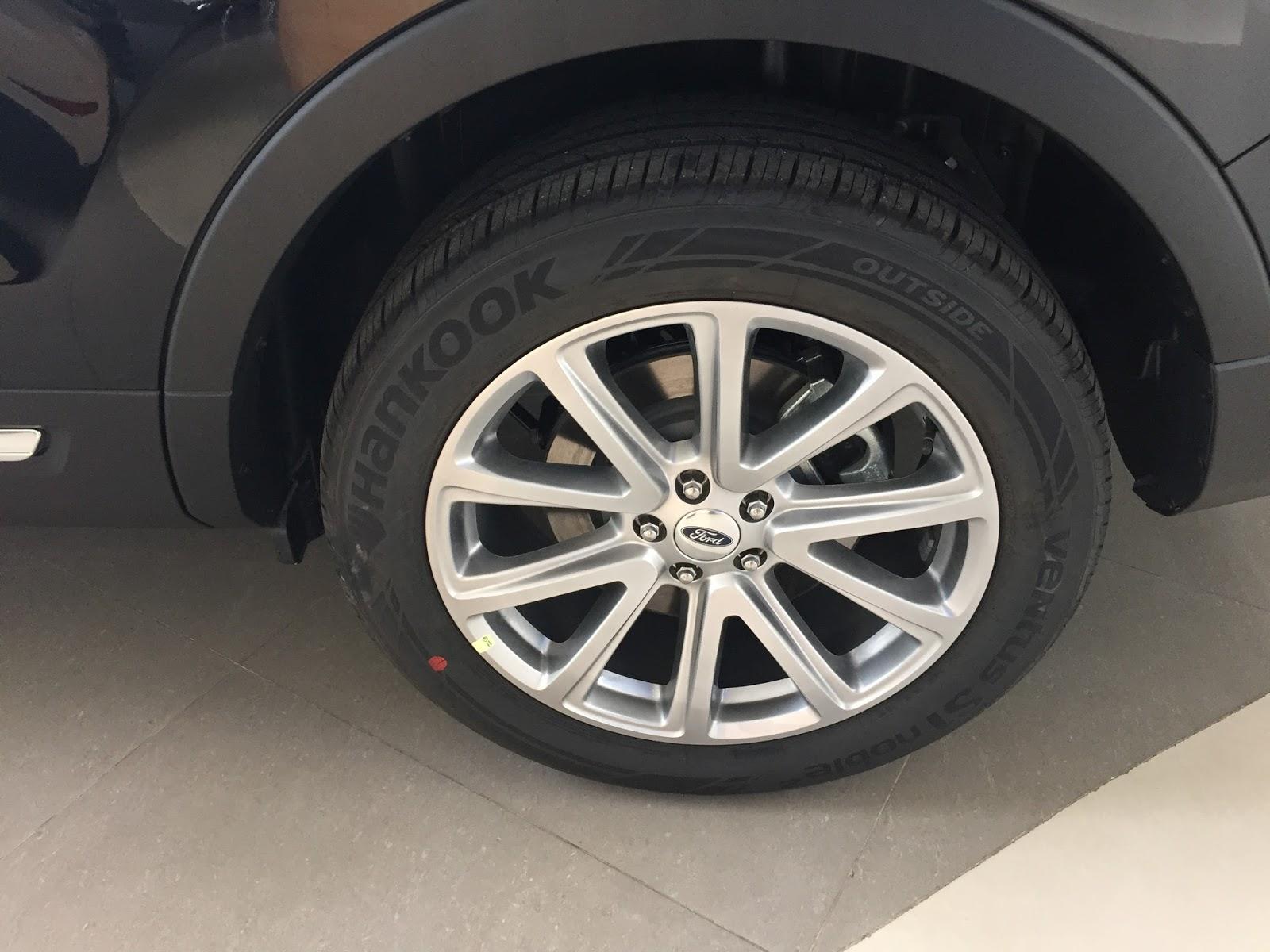 Xe Ford Explorer Limited 4WD màu đen 07