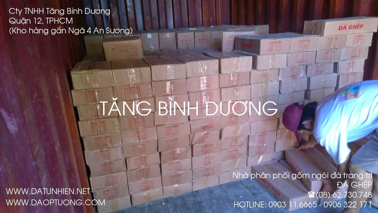 Bốc xếp vận chuyển đá ghép từ container vào kho