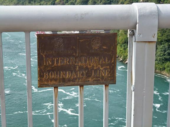 """""""カナダとアメリカの国境"""