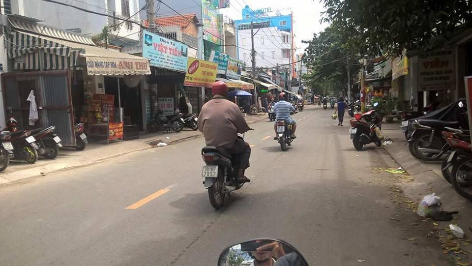 Nhà phố 1 triệt 2 lầu Mặt Tiền đường Nguyễn Súy Quận Tân Phú 02