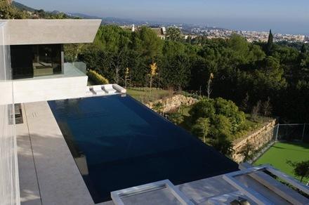piscina-casa-marbella-a-cero-arquitectos_thumb[1]