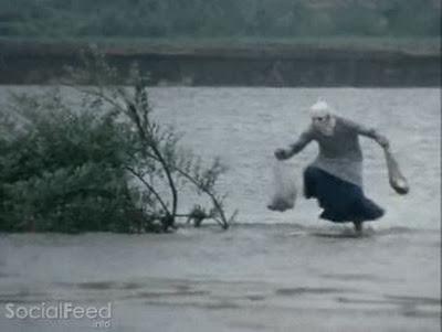 Mới học được skill lội mưa :v
