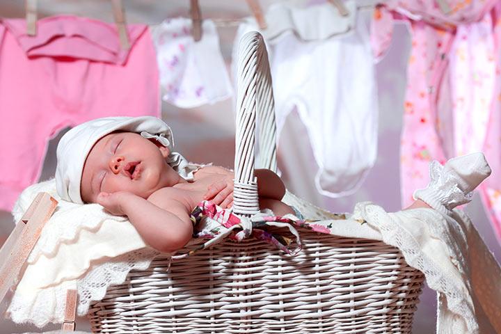 Kết quả hình ảnh cho lựa chọn đồ sơ sinh cho bé