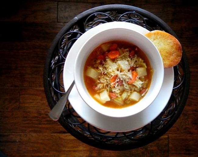 Delicious-Bowl-of-Homemade-Minestrone-Soup-500x397