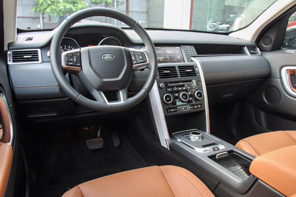 Nội Thất Xe Land Rover Discovery Sport màu vàng cát 02