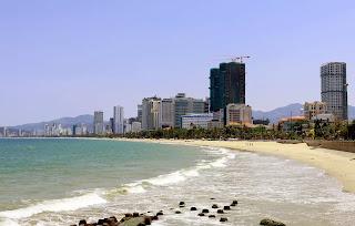 Theo các chuyên gia, giá trị của phố biển Nha Trang không phải là nhà cao tầng, mà là bờ biển, không khí trong lành.