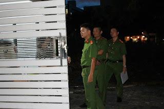 Công an khám nhà Nguyễn Viết Vĩnh trên đường Đông Kinh Nghĩa Thục, quận Sơn Trà, Đà Nẵng.