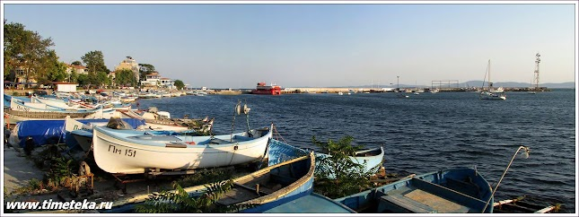 Вид на старую гавань в Поморие