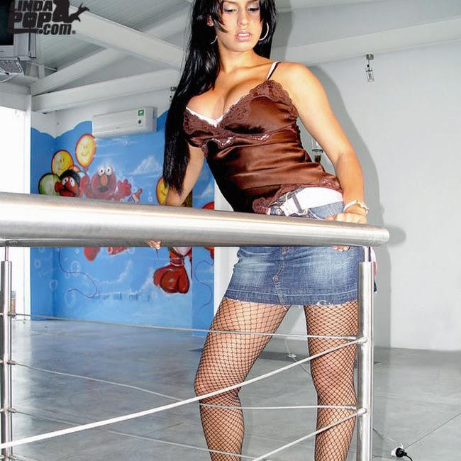 Andrea Rincon Striptease Prendas Foto 6