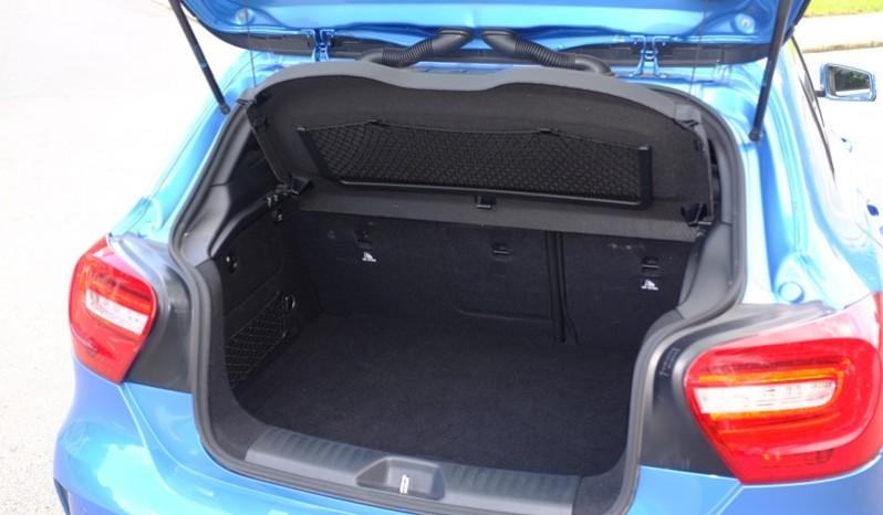 Nội thất xe Mercedes cũ A250 AMG 2014 màu xanh 09