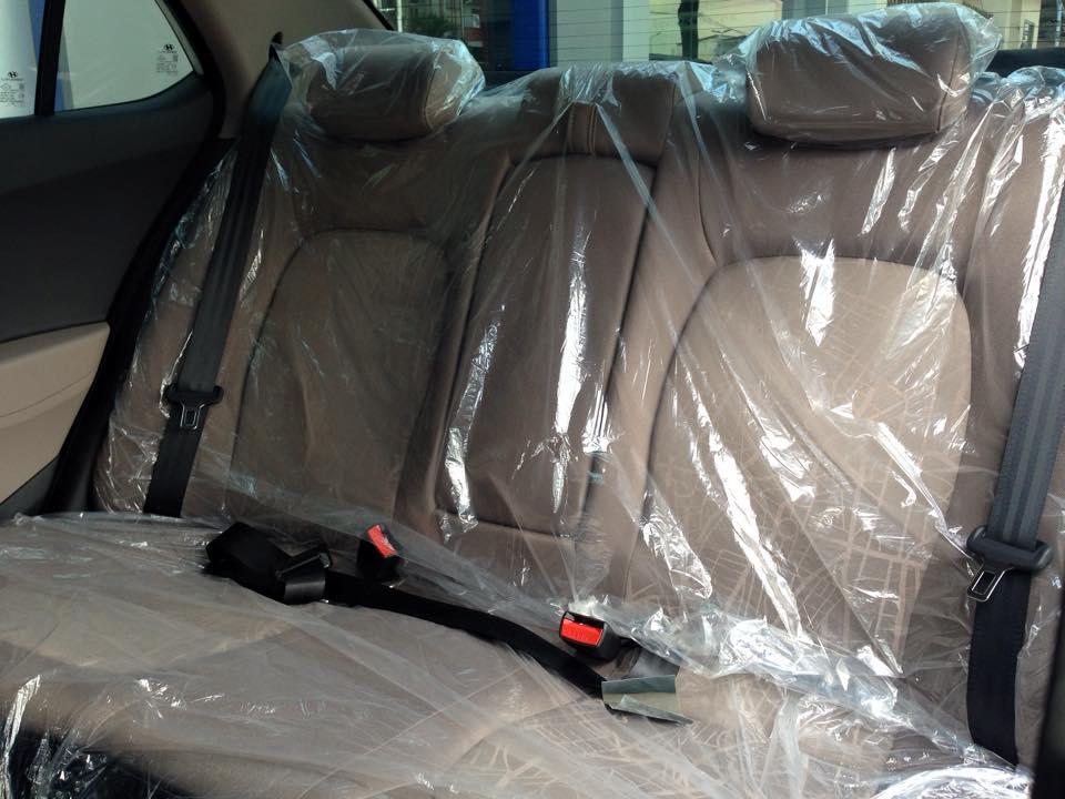 Nội thất xe Hyundai Grand i10 Sedan màu bạc 07