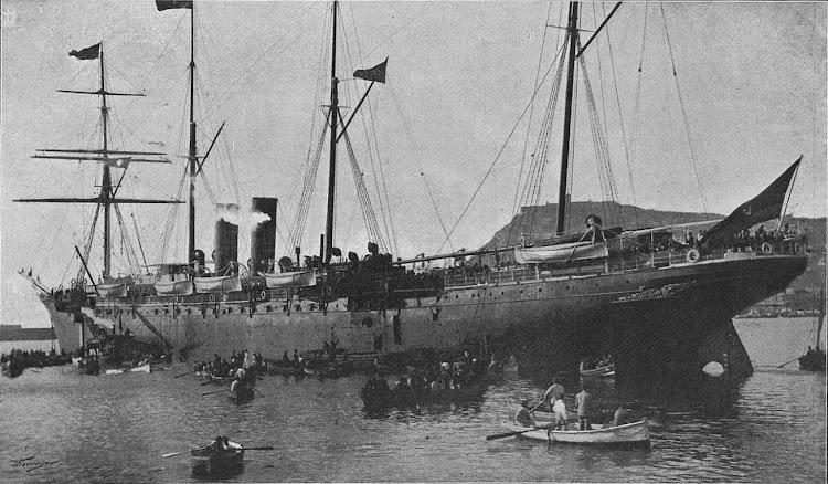 Vapor COLON embarcando tropas en Barcelona. 23 de noviembre de 1895. Foto de la revista LA ILUSTRACION ARTISTICA. 2 de diciembre de 1895.jpg