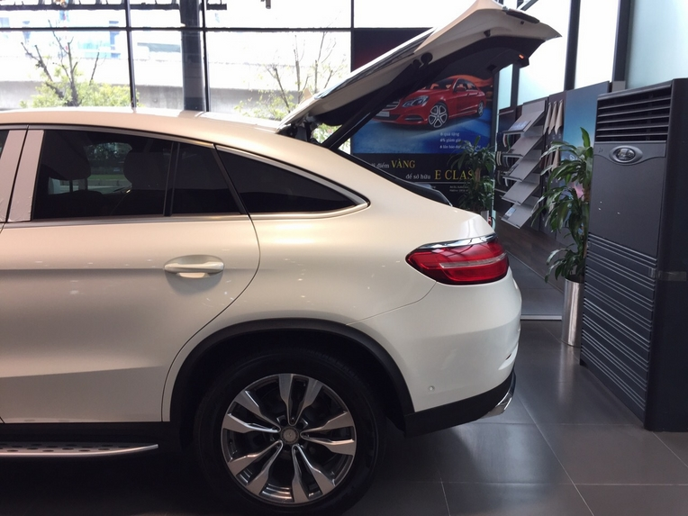Xe Mercedes GLE 400 Coupe 4Matic màu trắng 012
