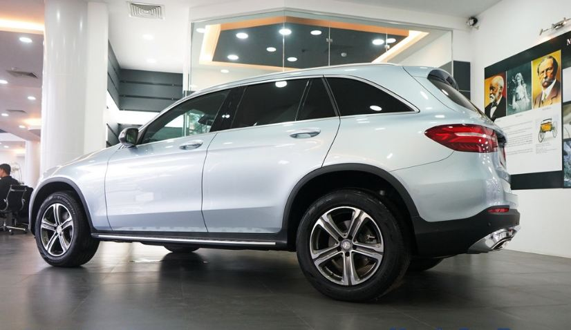 Xe Mercedes GLC 250 4Matic màu bạc 04