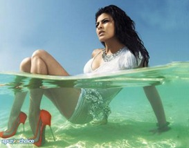jacqueline-fernandez-in-water-hot