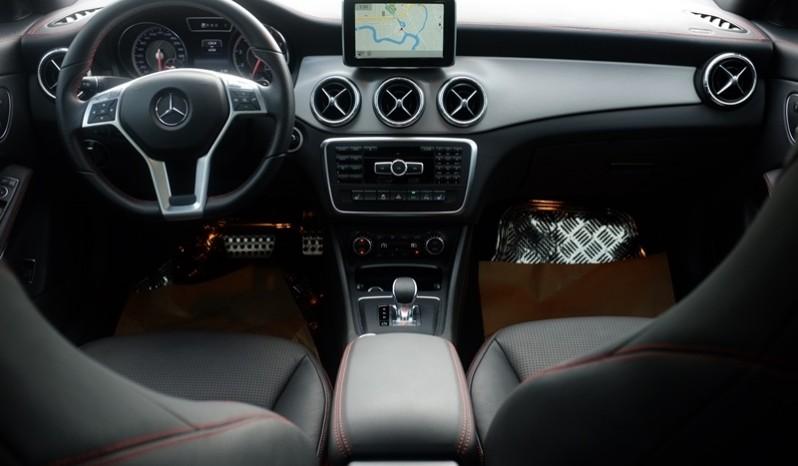 Nội thất xe Mercedes Benz CLA45 AMG cũ 2014 01