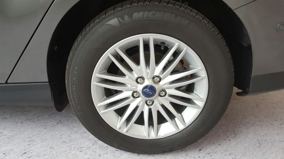 Xe Ford Focus 2018 phiên bản Titanium màu xám 05