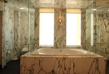marmol-muros-baño-de-lujo-penthouse