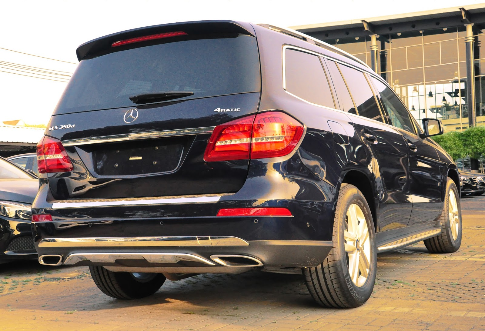 Xe Mercedes Benz GLS 350 d 4Matic 09