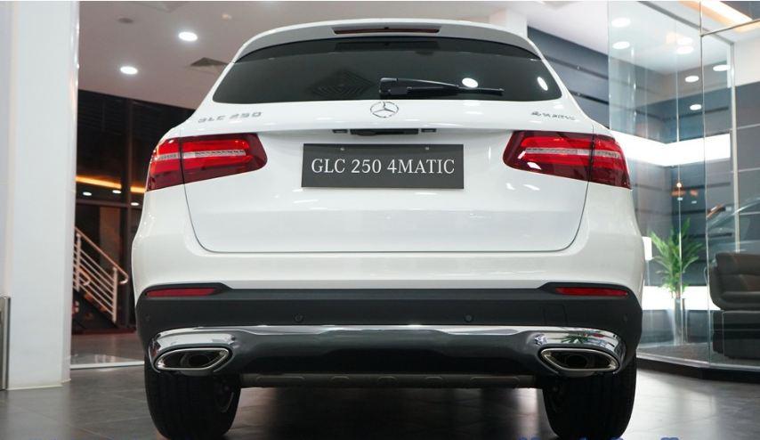 Xe Mercedes GLC 250 4Matic màu trắng 005