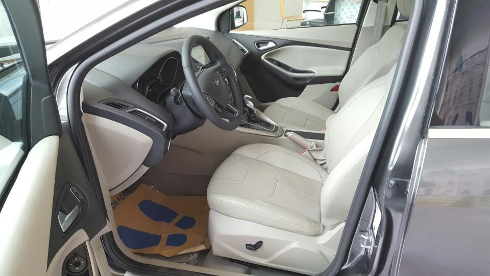 Nội thất xe Ford Focus 2018 phiên bản Titanium màu xám 01