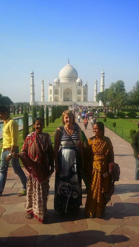 05. cu indieni la Taj Mahal.jpg