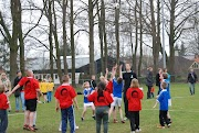 Schoolkorfbaltoernooi ochtend 17-4-2013 080.JPG
