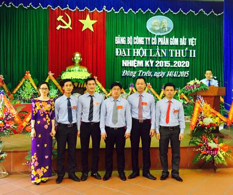 BCH khóa mới Đảng bộ Công ty CP Gốm Đất Việt ra mắt Đại hội.