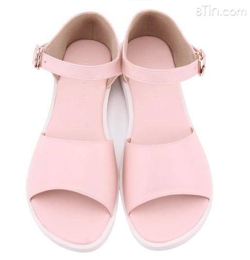 Sandan đế thấp màu hồng xinh xắn với thiết kế trẻ trung,