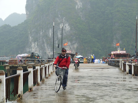 Croaziera Halong Bay: pe bicicleta in Cat Ba