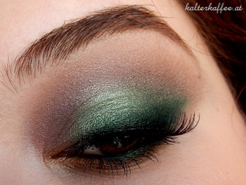 Sleek Garden of Eden look green smokey eye