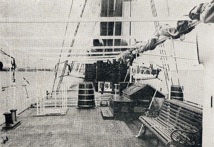 Cubierta de paseo. Revista Vida Marítima. Año 1.904.JPG
